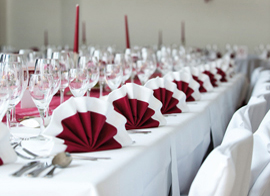 Tisch gedeckt (Hochzeit)